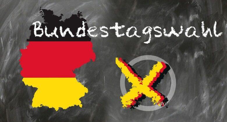 """Zu dem Text """"Bundestagswahl"""" zeigt das Bild die Umrisse der Bundesrepublik, farblich eingeteilt in schwarz-rot-gold, daneben ein Kreis mit einem Wahlkreuz"""